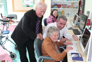 Federal member for Page Kevin Hogan announces funding totalling almost $33,000 to eight community organisations in Page to offer Broadband for Seniors programmes.